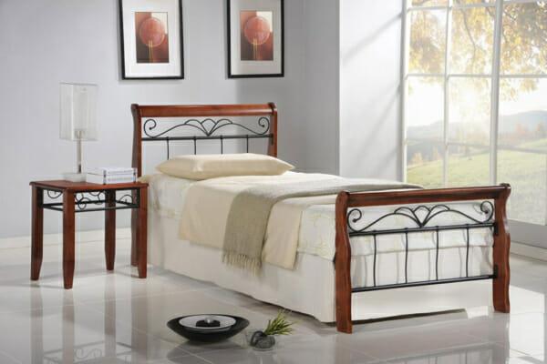 Класическо легло от метал и дърво -единично