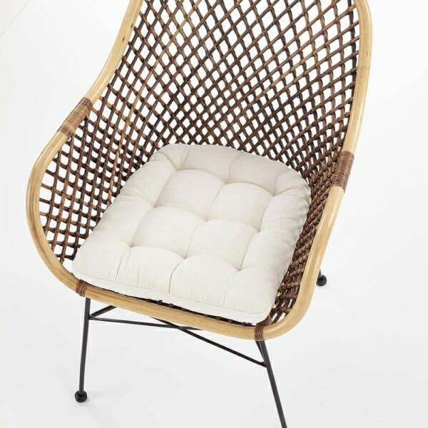 Красив стол от ратан с седалка и подлакътници - отгоре