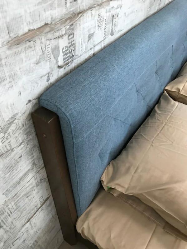 Двойно легло със синя тапицирана табла