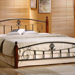 Метално легло с дървени крачета и елегантни орнаменти