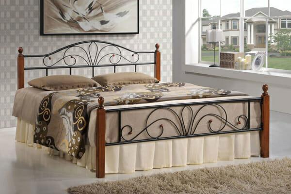 Черно метално легло с орнаментирана конструкция и дървени крачета (2 размера)