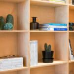 Дървени етажерки за офис