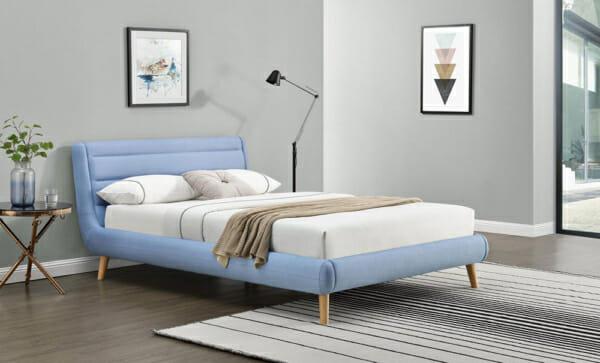 Модерно тапицирано легло на крачета-светлосин цвят