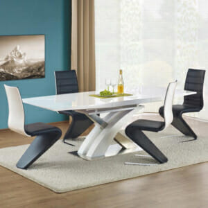 Разтегателна трапезна маса с атрактивен дизайн в бял цвят
