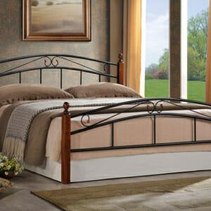 Стилно метално легло на крачета с орнаменти в черно и тъмен орех