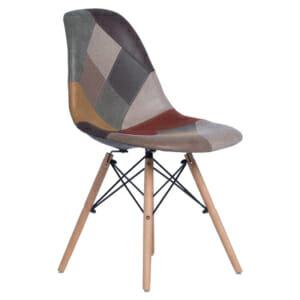 Стол с шарена дамаска на кръпки
