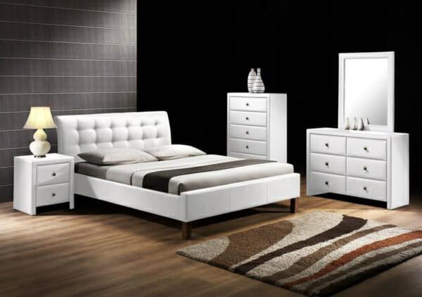 Тапицирана спалня в еко кожа в бяло