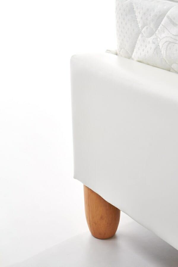 Тапицирано легло в бяла еко кожа - отблизо