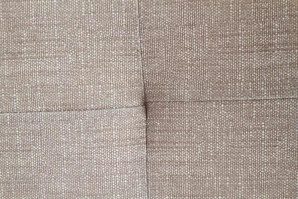 Тапицирано легло в бежово-сив цвят - дамаска