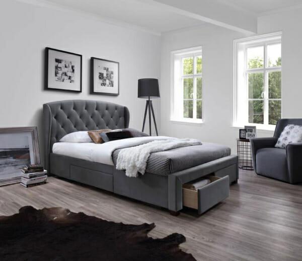 Тапицирано сиво легло в класически стил с 4 чекмеджета
