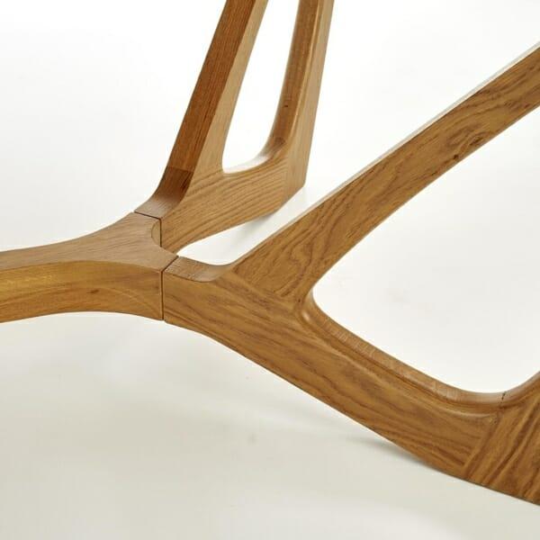 Луксозна дървена маса с уникална основа - детайл