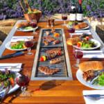 Външна маса с вграден грил за барбекю