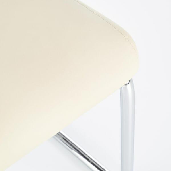 Модерен бял стол от еко кожа с метална основа-детайл