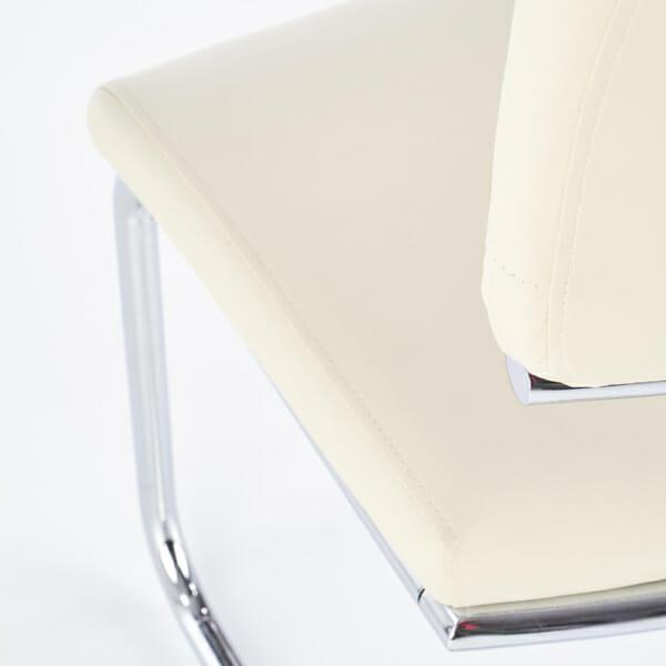 Модерен бял стол от еко кожа с метална основа-отблизо