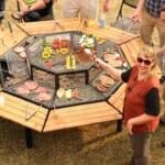 Нестандартна маса и грил барбекю в едно
