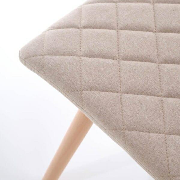 Стилен тапициран стол с дървена основа (3 цвята)-бежов детайл