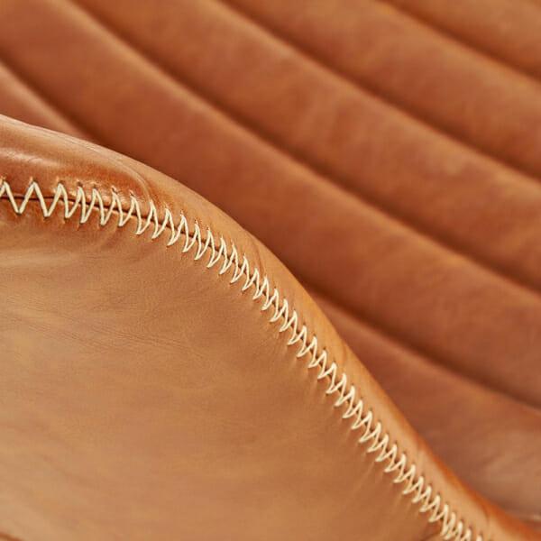 Трапезен стол от еко кожа и масивно дърво (2 цвята)-детайл шев