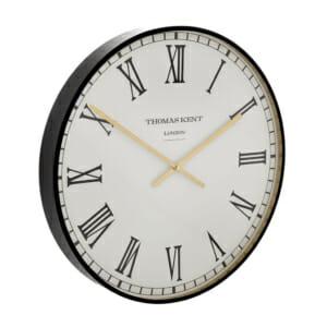 Кръгъл стенен часовник с римски цифри в черно и бяло