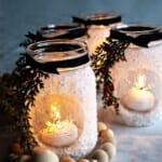 Коледен свещник в буркан с изкуствен сняг