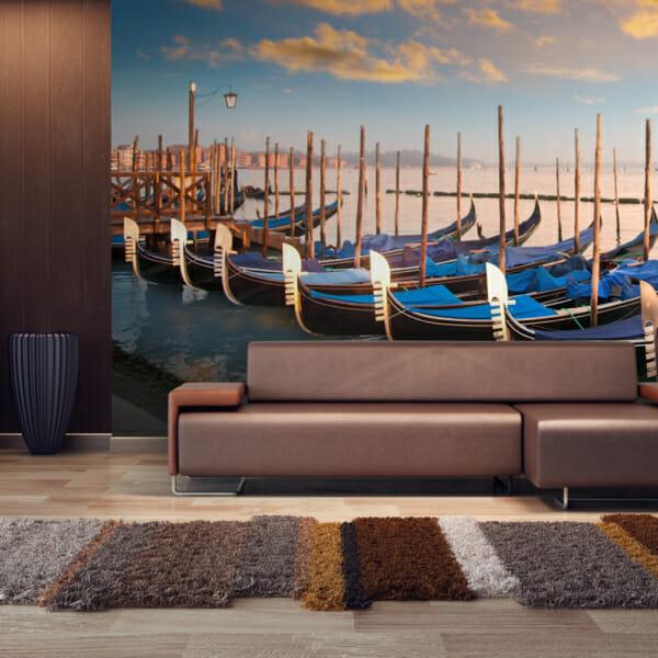 Голям фототапет с гондоли по залез във Венеция