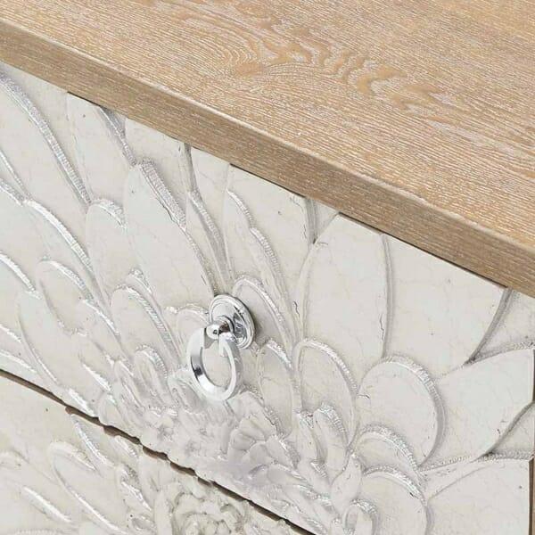 Нощно шкафче с 2 чекмеджета като сребристо цвете Silvero- детайл