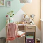 Геометрични форми, постигнати с боя за стена в домашния офис