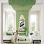 Всекидневна в бяло и зелено - уникален ефект, постигнат с боя