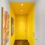 Невероятен коридор в жълто и бяло
