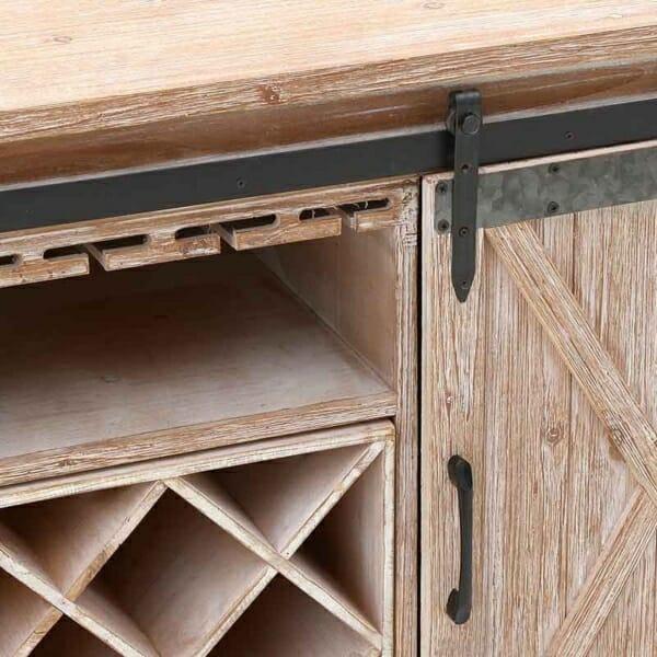 Дървен шкаф за вино с плъзгащи вратички във винтидж стил - детайл