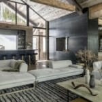 Бяла мека мебел и бар в индустриален стил