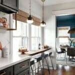 Стилна кухня и трапезария с барплот до прозореца