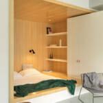 Спалня с вградени гардероби и минималистичен вид