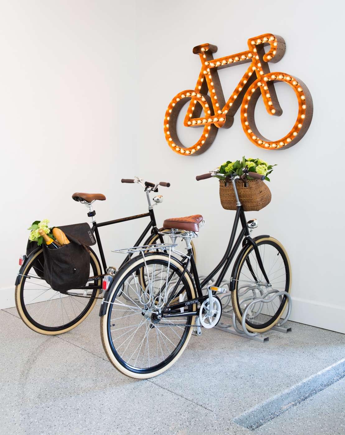 Нетипични осветителни тела: Светеща фигура във формата на велосипед