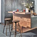 Релефен мрамор и дърво в съвременния кухненски дизайн