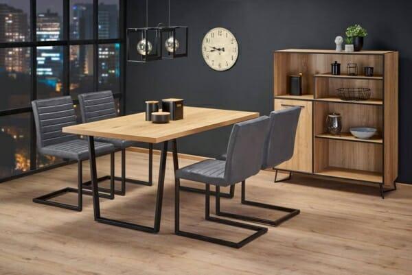 Трапезна маса с дървен плот и метални крака