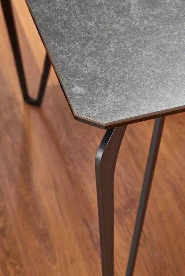 Трапезна маса с плот от стъкло и керамика Грей - отблизо