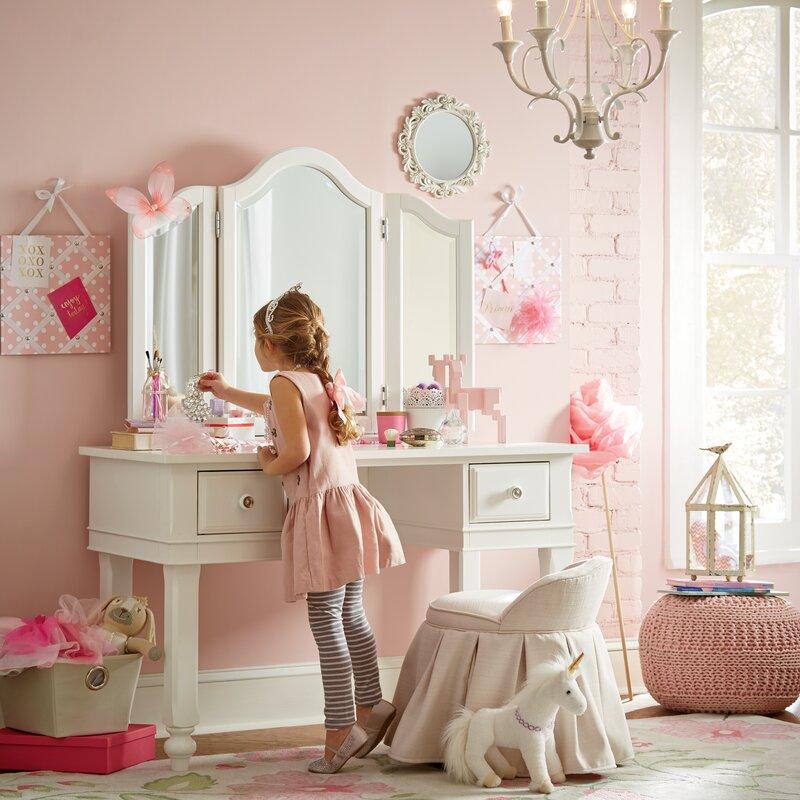 Детска стая в бонбонено розово