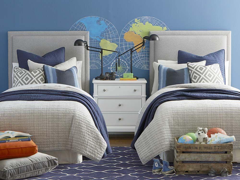 Уютна стая в синьо за две момчета
