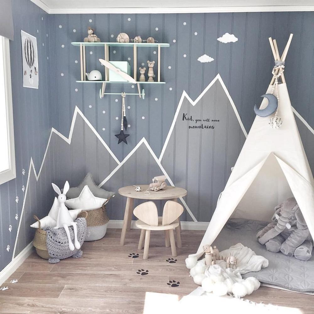 Модерна детска стая в сиво и бяло