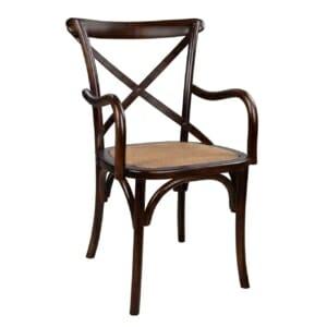 Дървен стол с подлакътници и ратанова седалка в кафе