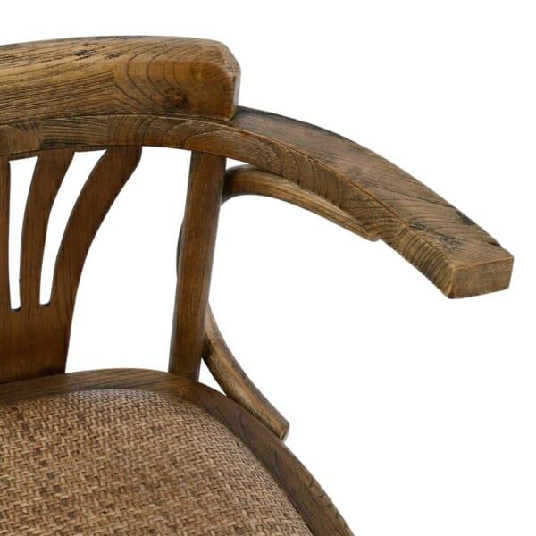 Дървен стол с подлакътници в ретро стил детайли