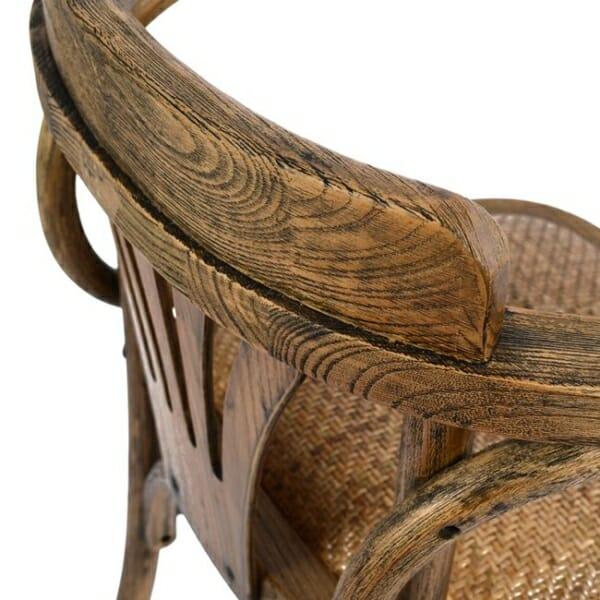 Дървен стол с подлакътници в ретро стил детайли-облегалка