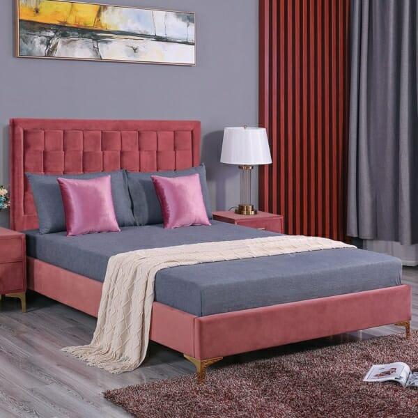 Елегатно легло от кадифе и метални крачета серия Лара - розово
