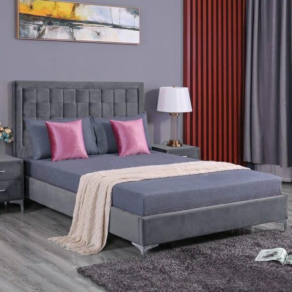Елегатно легло от кадифе и метални крачета серия Лара - сиво