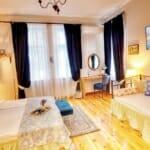 Guest House Sahat Tepe -спалня в романтичен стил с 3 места за спане