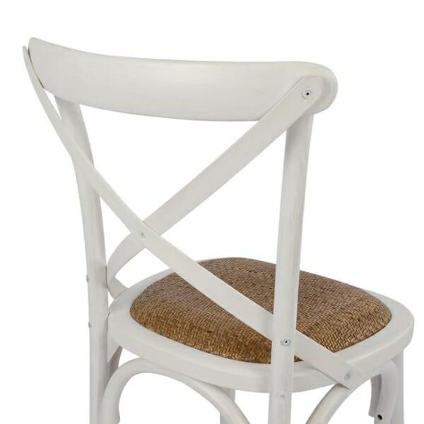 Класически дървен стол от бреза и ратанова седалка в бяло детайли