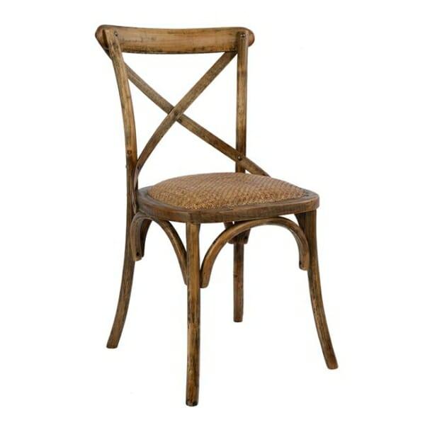 Класически дървен стол от бреза и ратанова седалка в земно кафяво