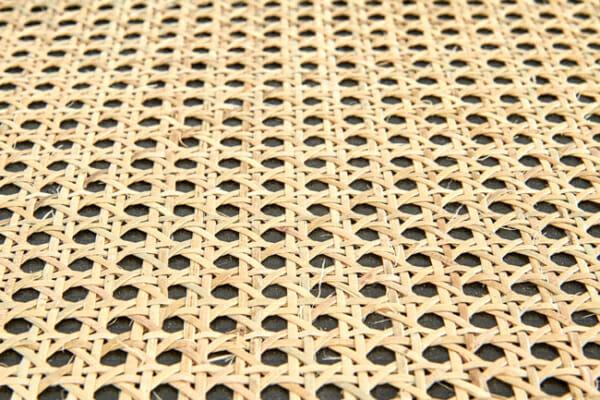 Кръгла холна масичка от ратан и метал Ломбок - детайл