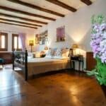 Най-романтичните къщи за гости в България: Lavanda Bed and Breakfast - спалня
