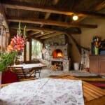Най-романтичните къщи за гости в България: Lavanda Bed and Breakfast - зимна градина с камина